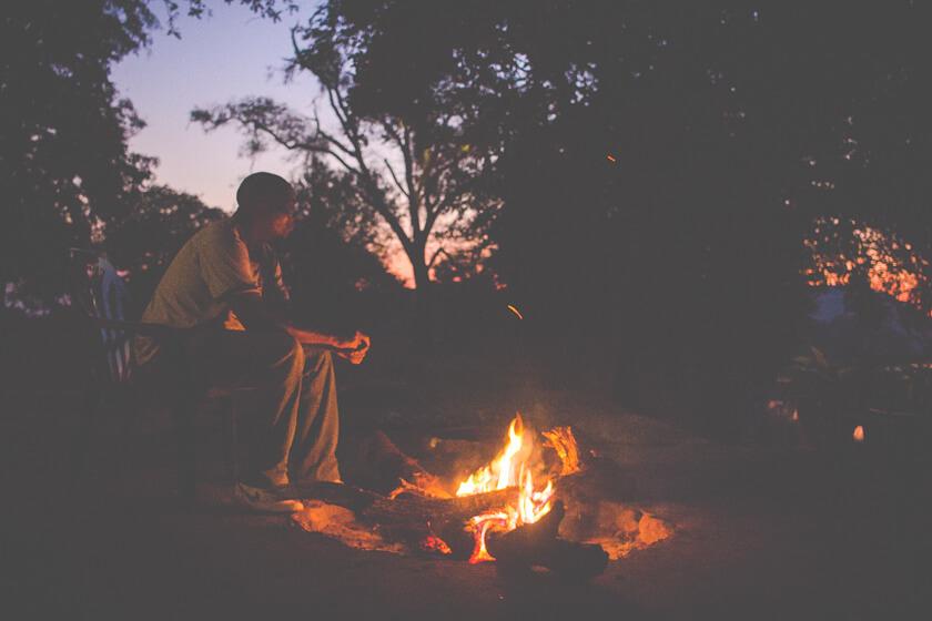 Budget Safari - Kafue National Park - Kathi Kamleitner - Bonfire in Camp