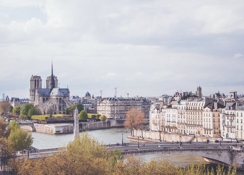 A trip to Paris doesn't have to break the bank. Guest author Sara tells us her ten favourite things to do in Paris on a budget.