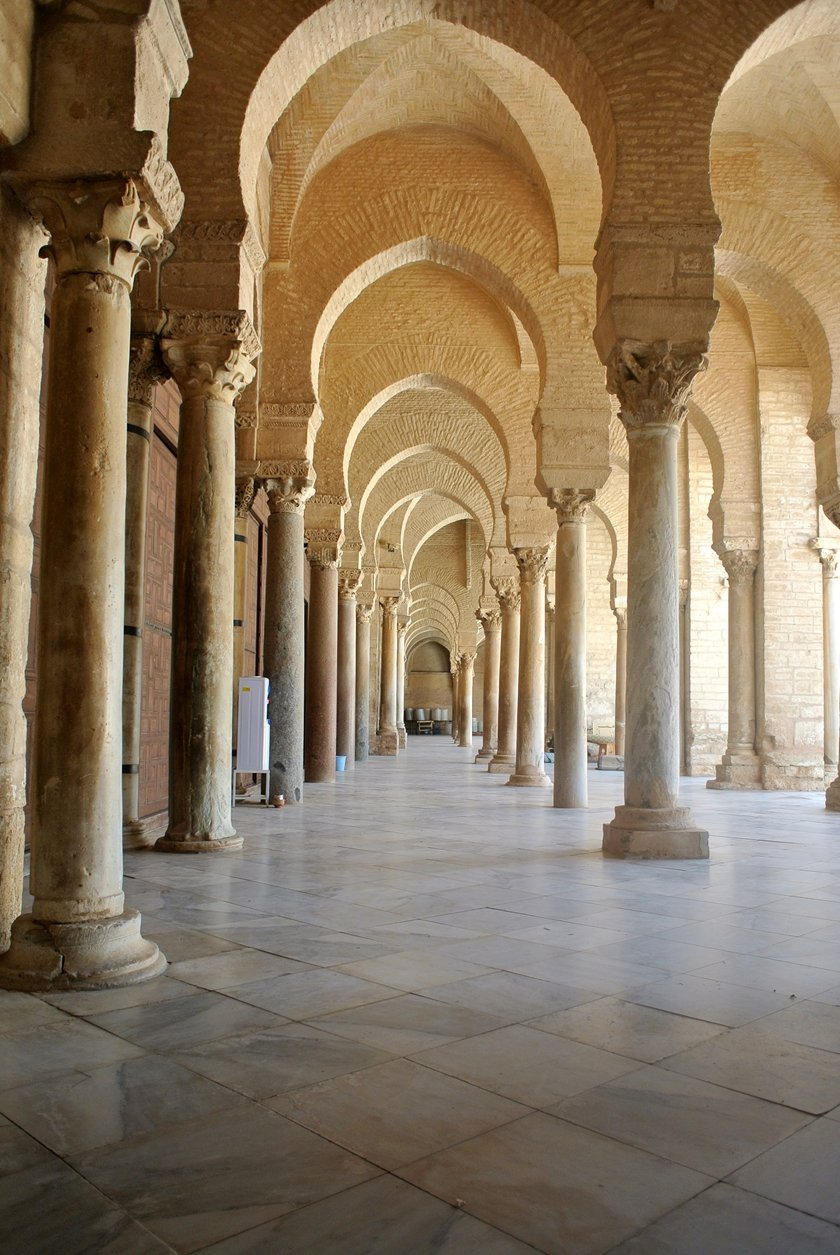 Tunisia is a diverse country that holds many hidden treasures & UNESCO World Heritage Sites. Here are some tips for your road trip through Tunisia!