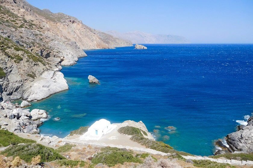 Guest author Giulia takes you along to the best of island hopping in Greece and visits to three Greek islands you definitely won't want to miss!