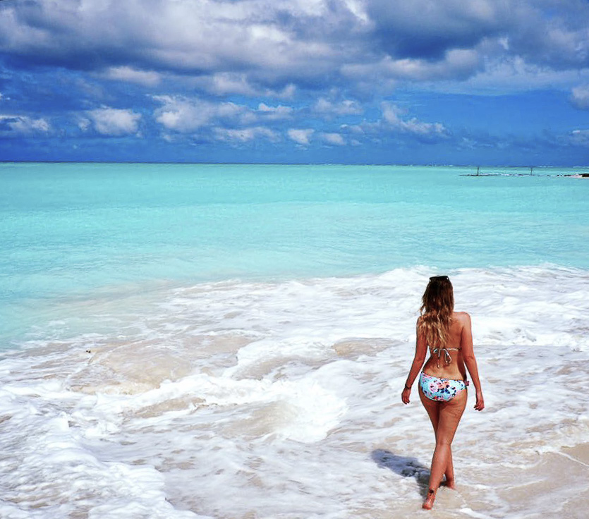 Travelettes | Being the Girl that Never Sticks Around | Strolling on the Beach in Turks and Caicos