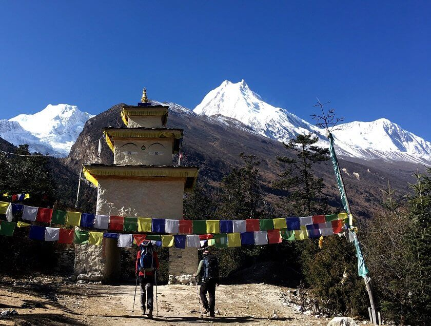 In order to go trekking in the Himalayas you don't necessarily have to book a tour through an agency way in advance - you can in fact also arrange everything spontaneously in Kathmandu. This guide to independent and sustainable trekking in Nepal is full of tips to ensure that your trekking experience has only positive impact on you, the locals in Nepal and the environment.