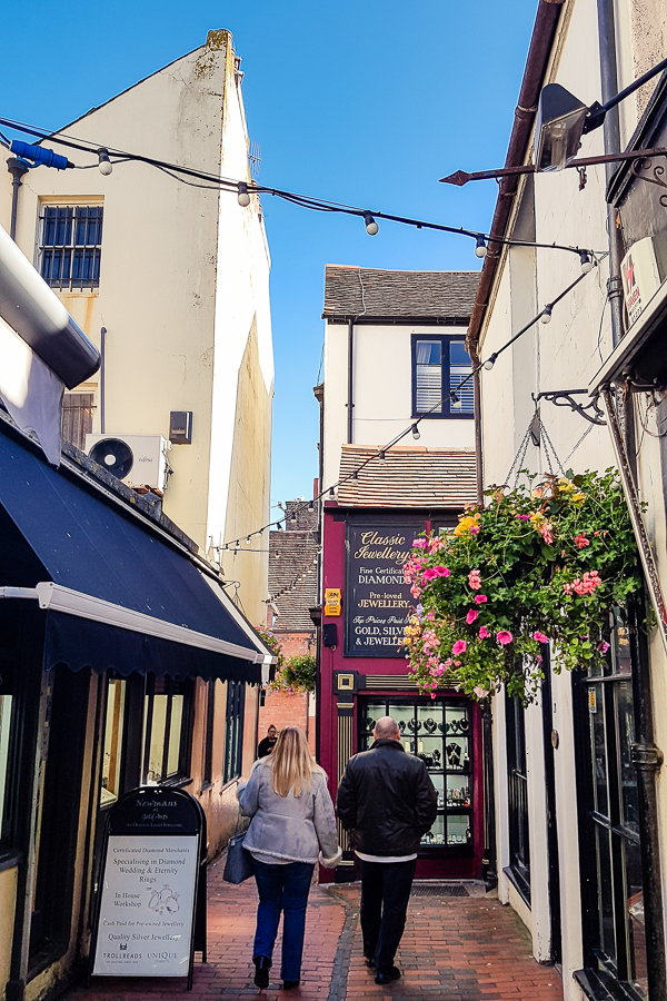the narrow lanes in brighton