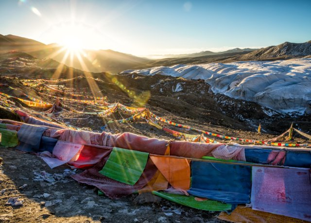 Hikers On Mt. Everest Now Have To Carry Their Own Poo - Here's Why It's A Great Idea